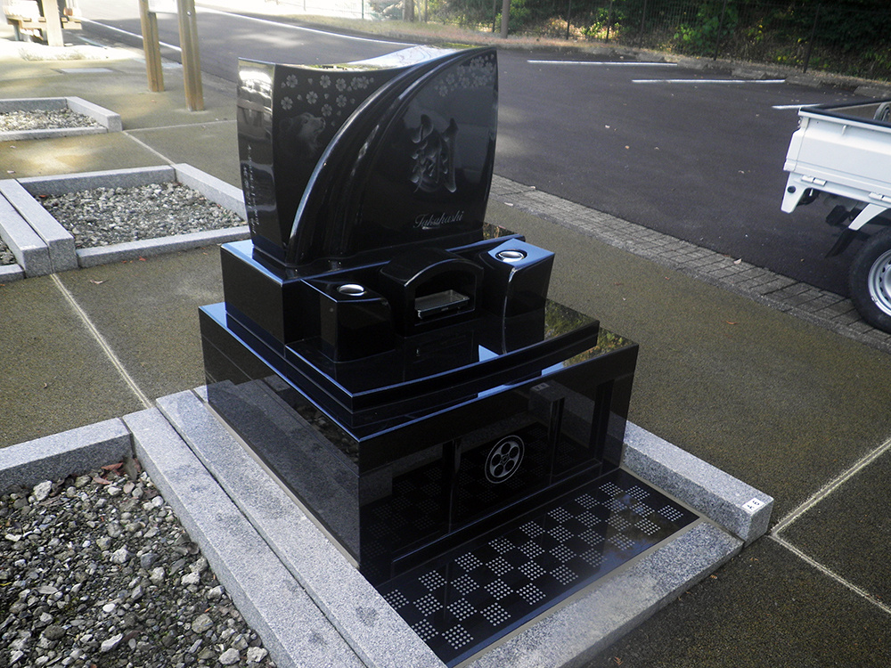 「完成デザイン図」を墓地区画に合わせた写真のイメージ見れたことが、お墓の出来上がりまで本当に安心できました。|島田市